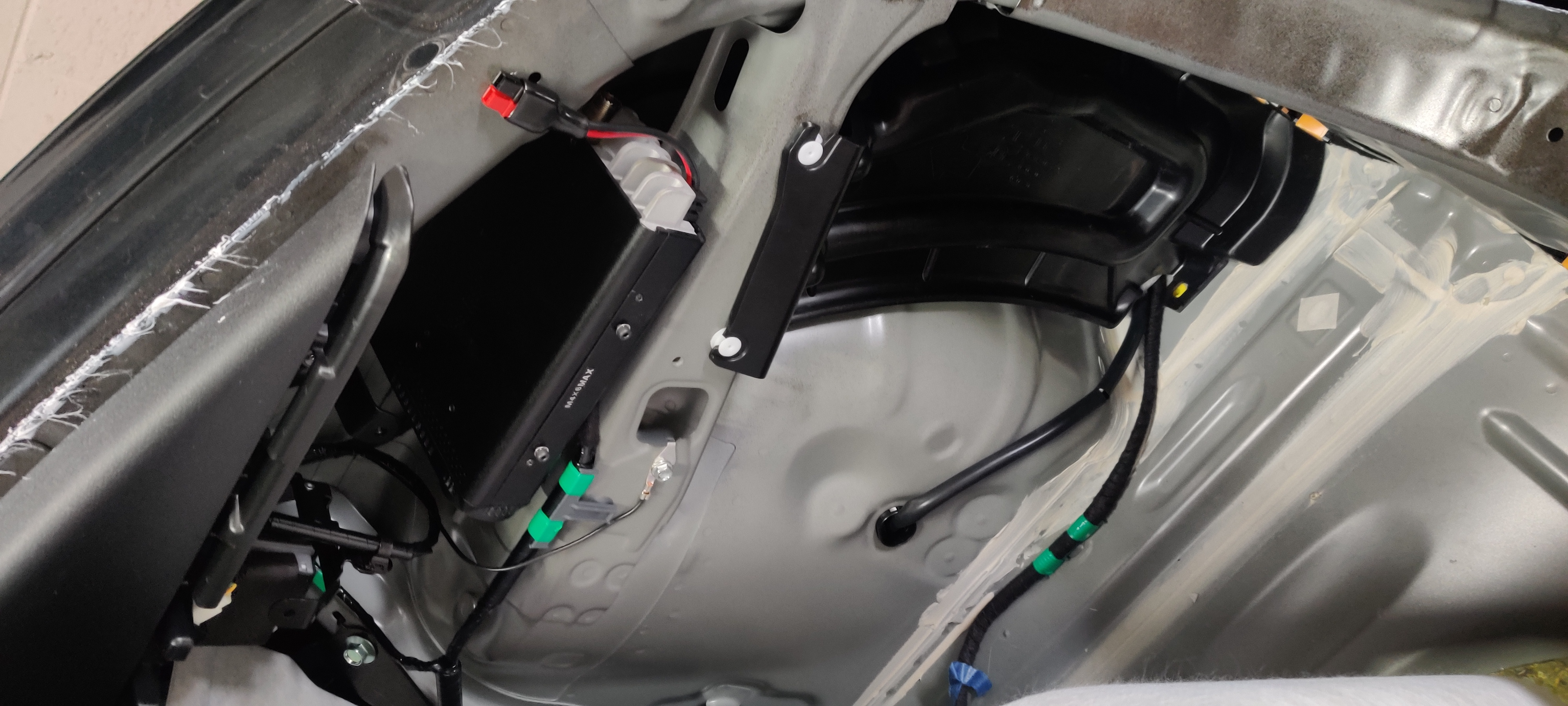 FT-857D mounted, with bonus appearance of soundproofing plug for interstitial space.