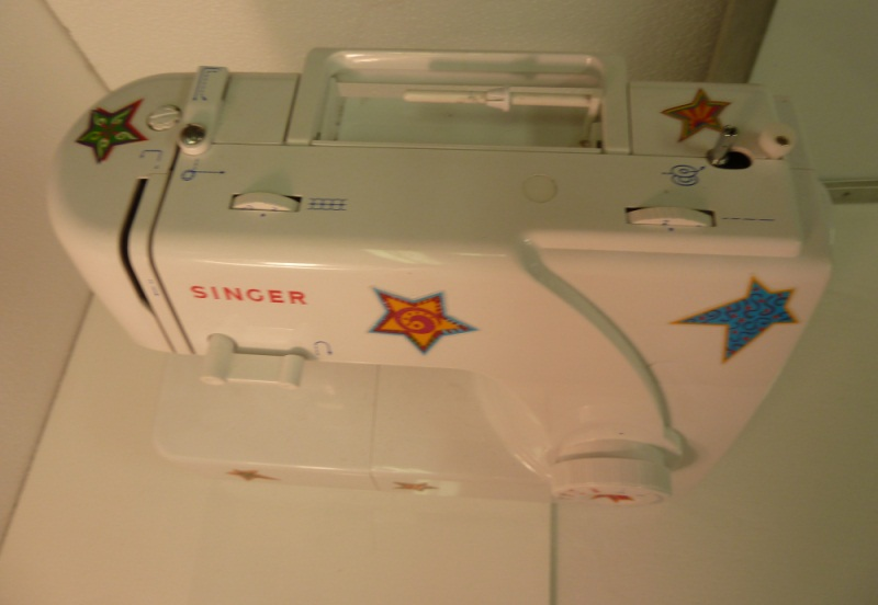 File:CraftRoomInventory SingerSewingMachine TopView Medium.jpg